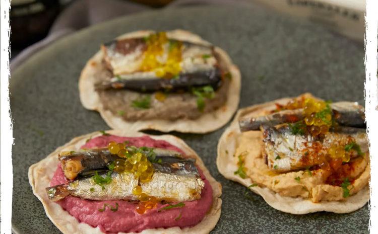 Trio de Hummus con sardinas